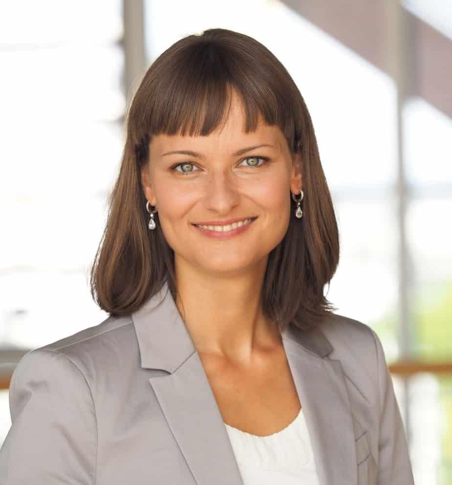 Dr. Nicole Behringer